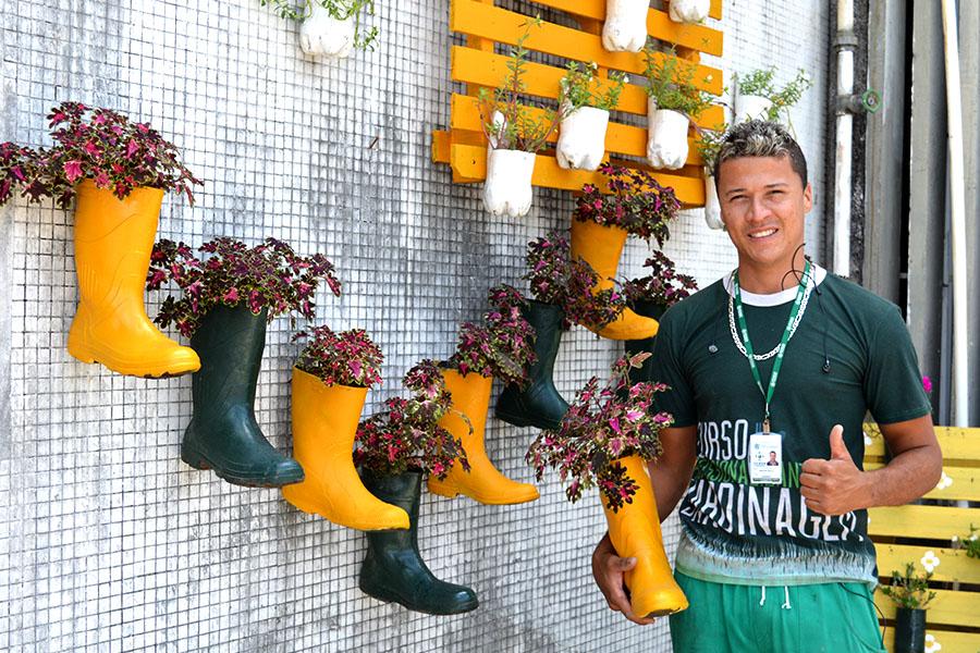Jardineiro revitaliza espaços do Ceasa