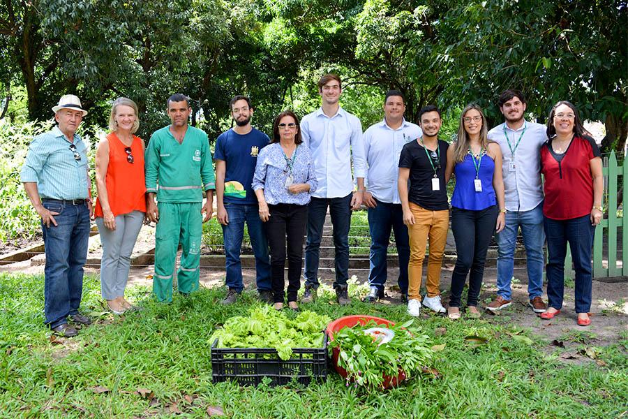 Diretor do Ceasa realiza visita à horta do Hospital Ulisses Pernambucano