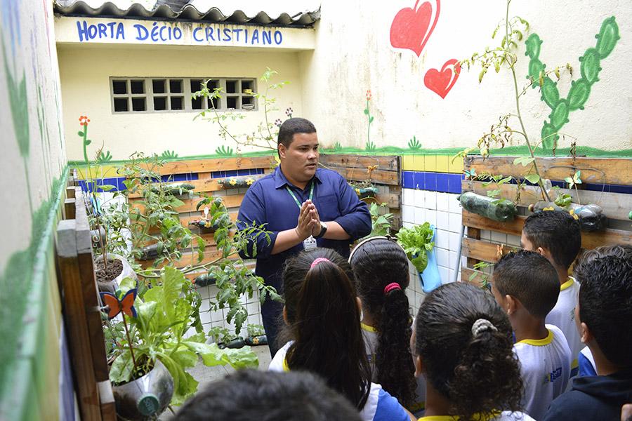Dia das Crianças e do Engenheiro Agrônomo comemorados com aula em escola municipal