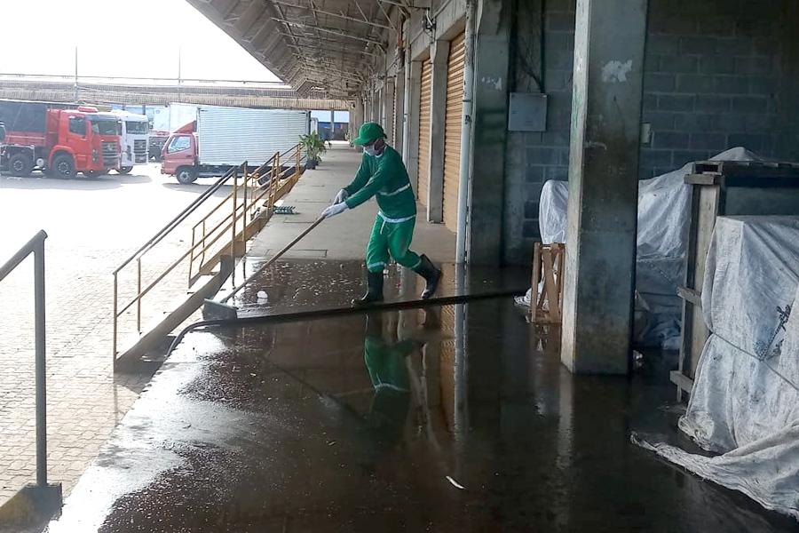 Ceasa realiza limpeza especial preventiva