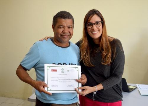 Ceasa entrega certificado aos comerciantes ambulantes de lanches