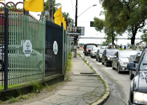 Orientadores ajudam motoristas que trafegam nos arredores do Ceasa