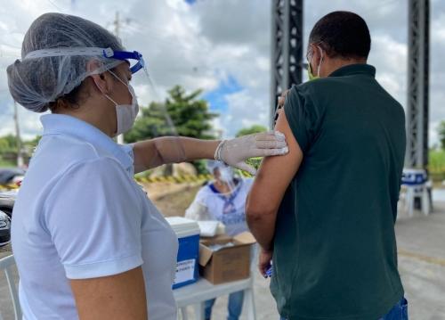 Funcionários das secretárias de saúde de Pernambuco serão vacinados nesta semana