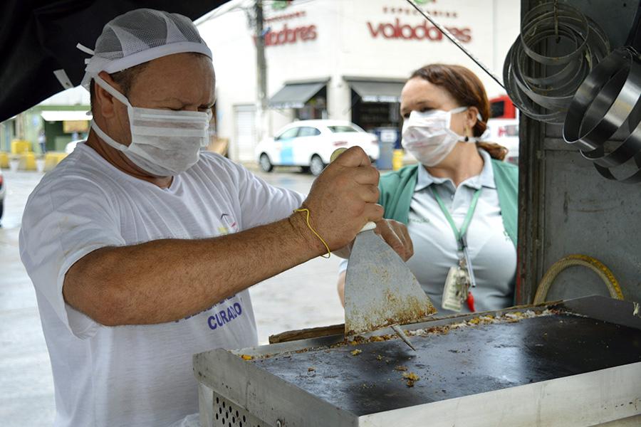 Ceasa distribui máscaras entre consumidores, ambulantes, permissionários e funcionários