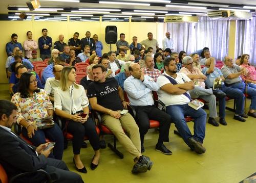 Ceasa recebe visita de comunicadores da Rádio Jornal no dia em que completa 57 anos