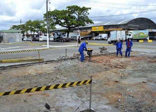 Ceasa realiza manutenção de placas de concreto